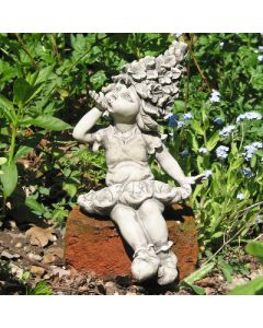 Blütenkind Rittersporn, Kantensitzer, Resin beton