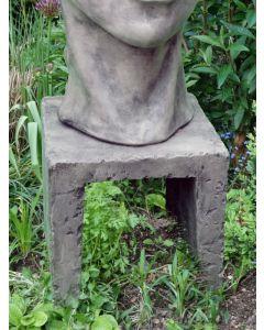 Säule für kleines Gesicht FRAU, Steinguss