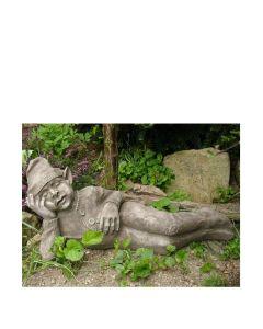 """Wichtel """"LASSE"""" liegend ©by Fiona Scott, Steinguss"""