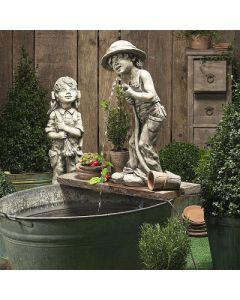 Gartenkind Fritz, Betonguss, für Wasserpumpe,